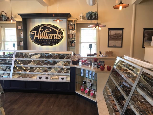 Hilliard's Candies_Norwell-displaycasesandsignage1