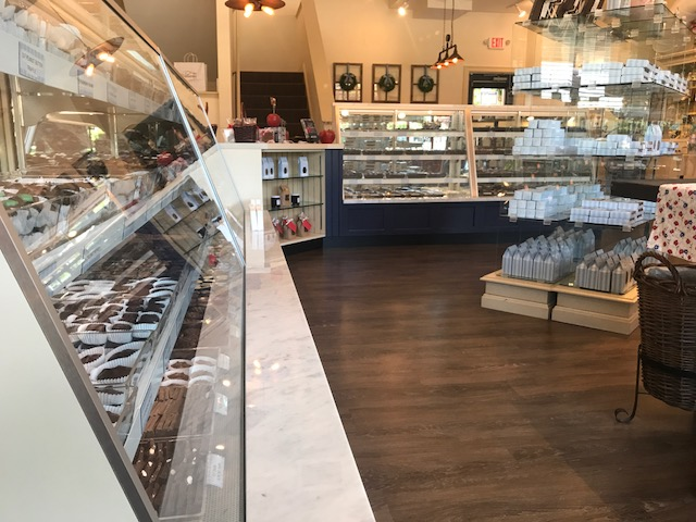 Hilliard's Candies_Norwell-candydisplaycases
